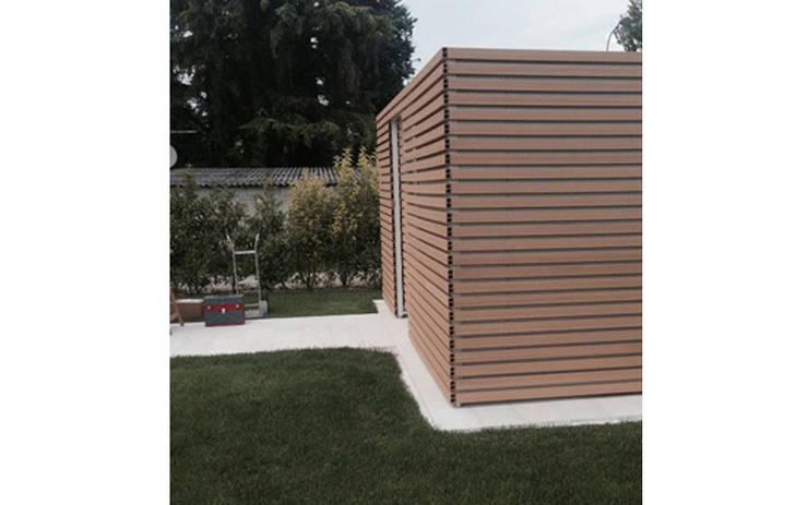 Progettazione e realizzazione di struttura esterna in una villa sul lago di Garda: Giardino in stile  di Entrata Libera 48