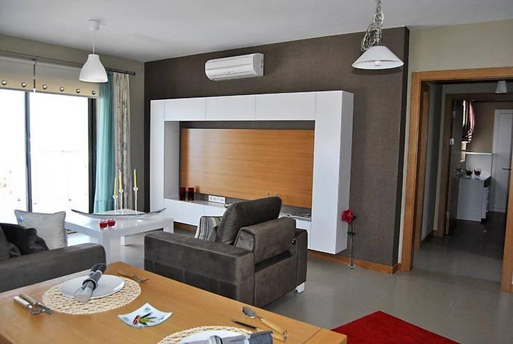 Estateinwest – Azure Villalari 2 Odali Flat Daireler: modern tarz Oturma Odası