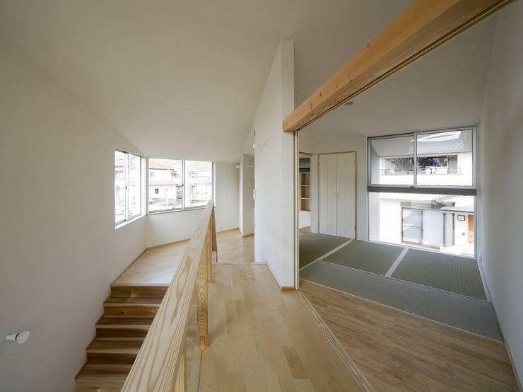 兵庫・S: 塔本研作建築設計事務所が手掛けた廊下 & 玄関です。,