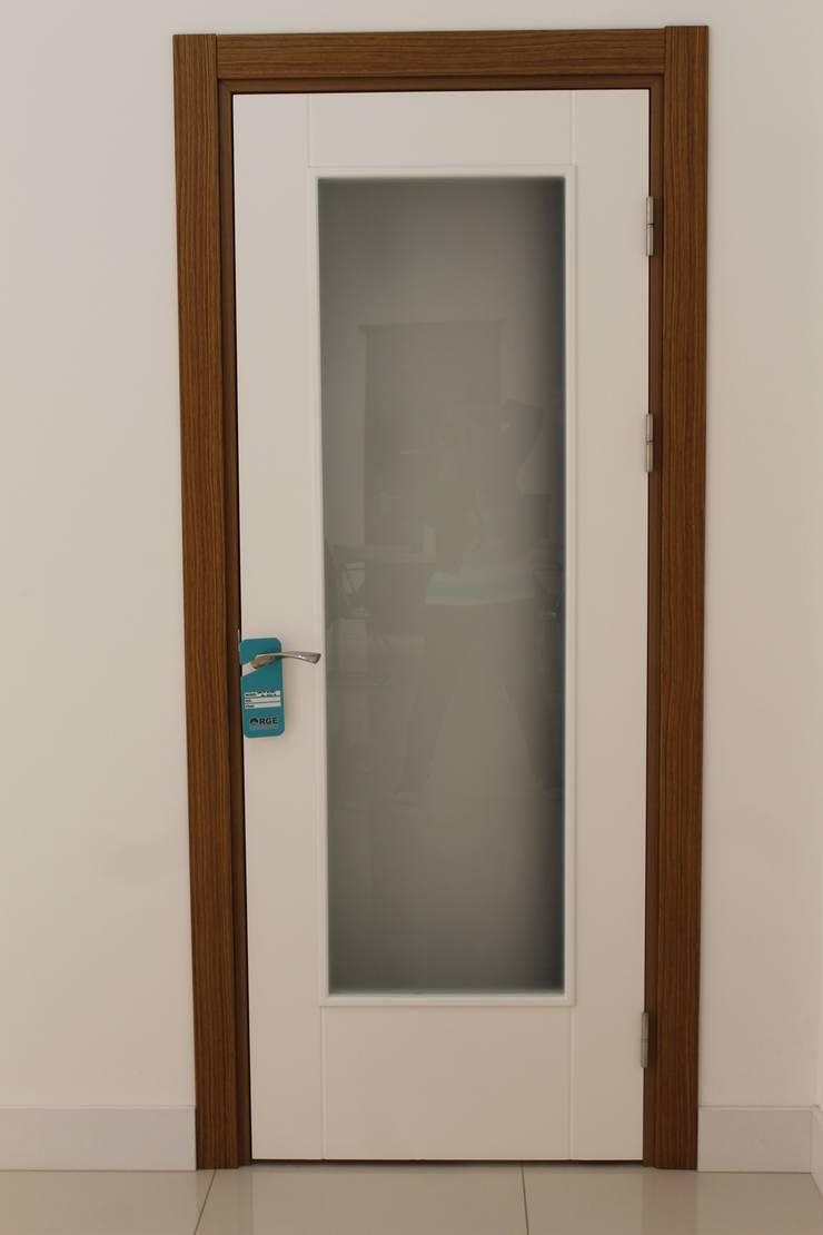 ORGE YAPI TASARIM DEK.İNŞ.NAK.MAD.SAN. ve TİC.LTD.ŞTİ. – Orge Yapı Tasarım:  tarz Pencere & Kapılar