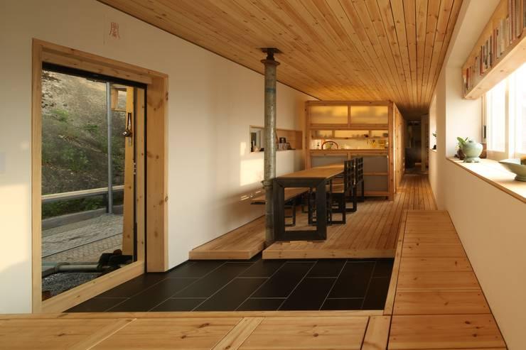철민이네 집수리(CHULMIN'S JIP-SOORI): 무회건축연구소의  다이닝 룸
