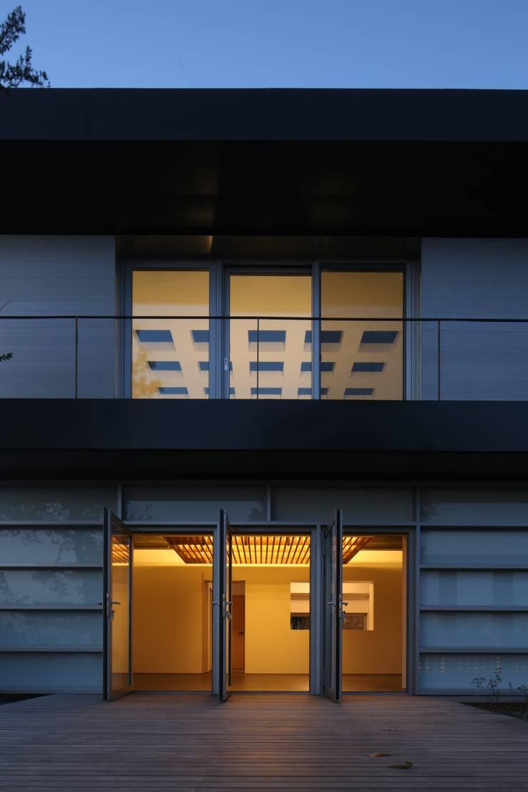 건우씨네 집수리(KUNWOO'S JIP-SOORI): 무회건축연구소의  베란다