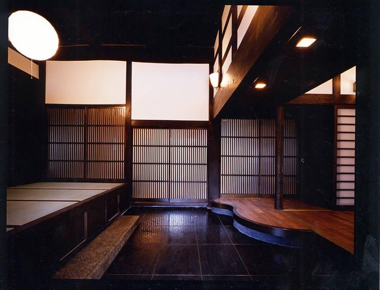 玄関1。: 小河原建築設計事務所が手掛けたです。