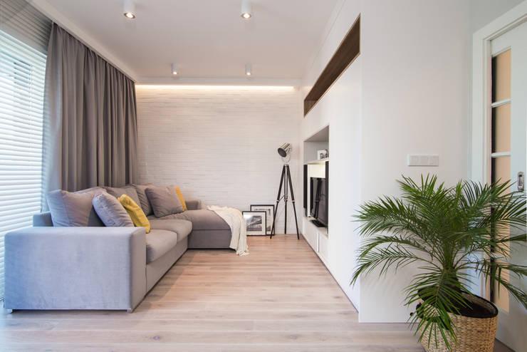 Living room by Art of home, Modern
