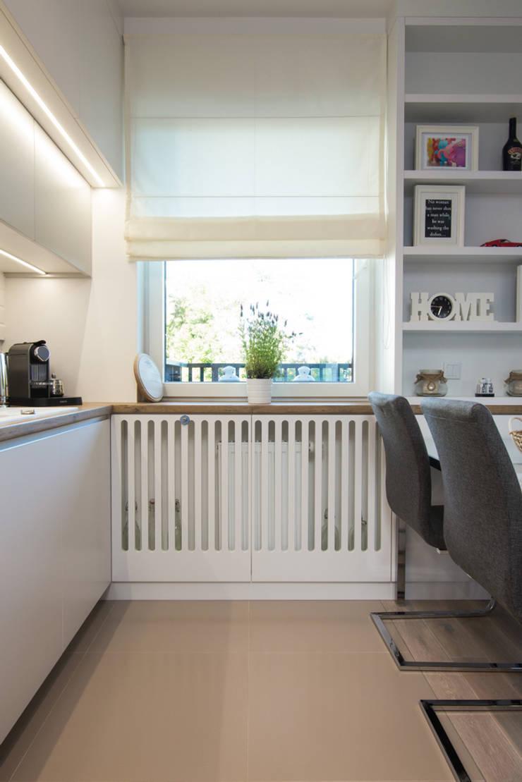 .nowoczesne kobiece mieszkanie w Warszawie: styl , w kategorii Kuchnia zaprojektowany przez Art of home,Nowoczesny