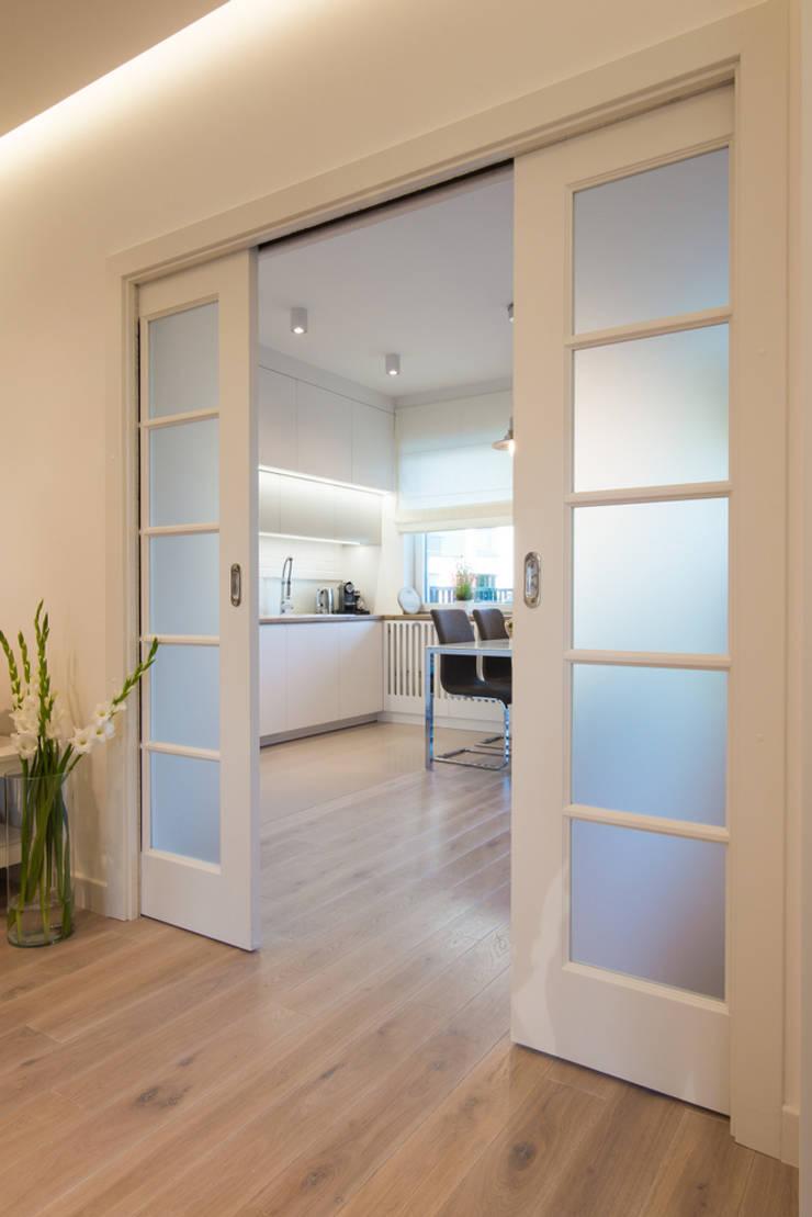 Corridor & hallway by Art of home, Modern