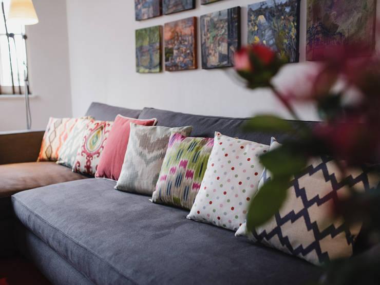 Couchkissen:  Wohnzimmer von amirior GmbH