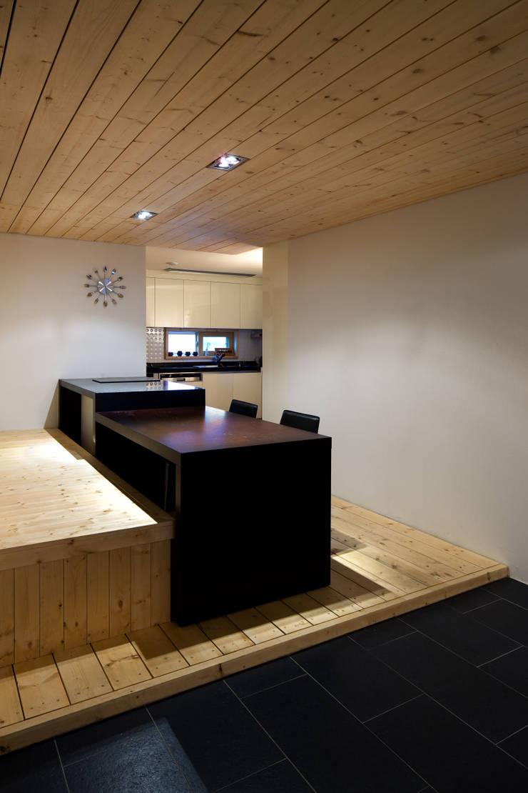정현이네 아파트 집수리(Jung-hyun's Apartment Jip-soori): 무회건축연구소의  주방