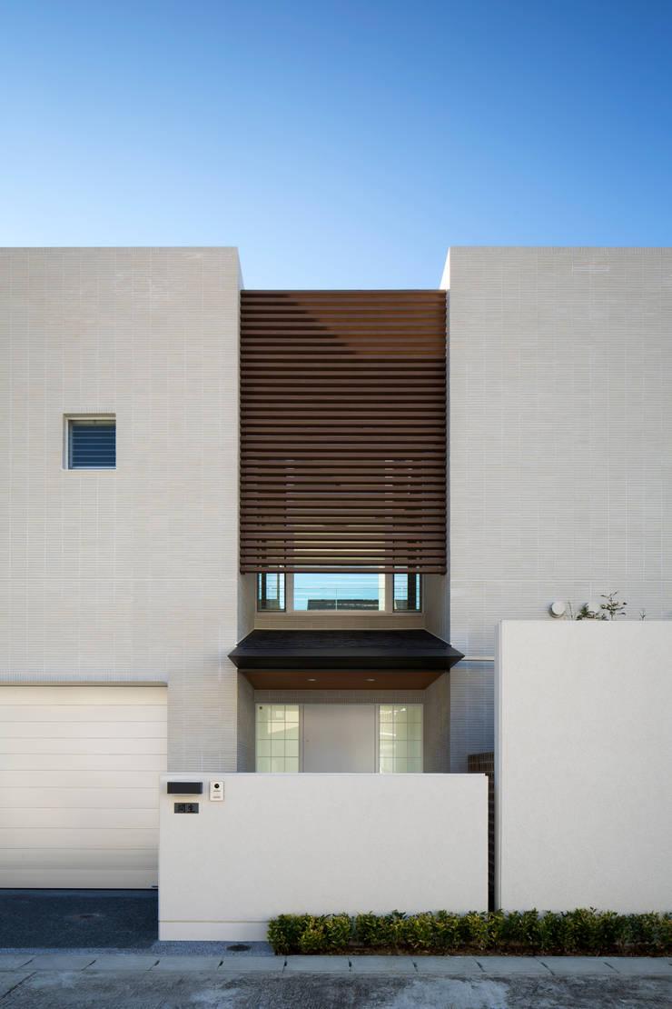 正面外観(アップ1): 株式会社 U建築研究所が手掛けた家です。