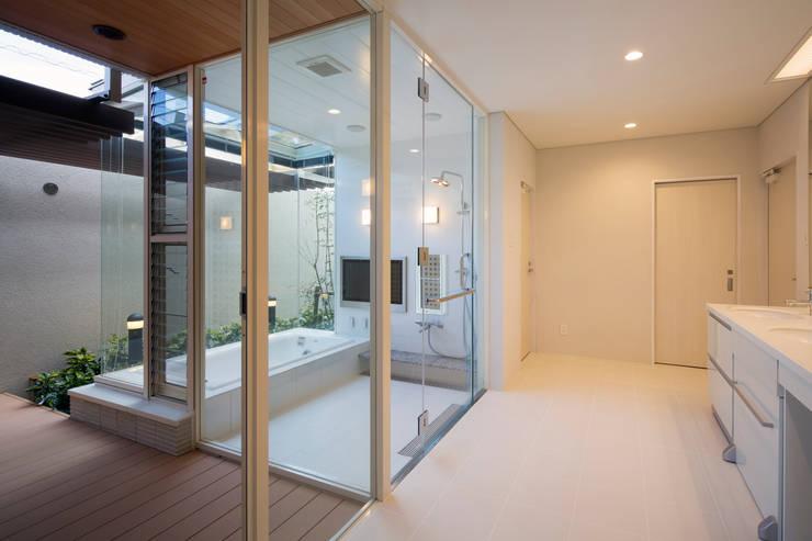 浴室: 株式会社 U建築研究所が手掛けたスパ・サウナです。
