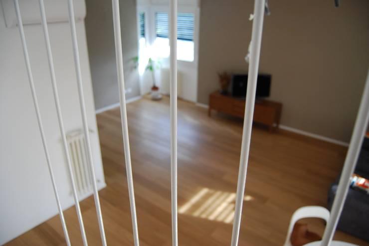 appartamento in città _  : Case in stile  di atelier architettura, Moderno