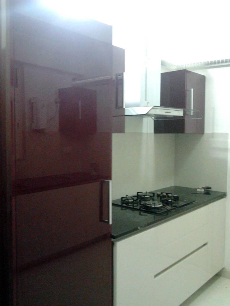 Modular kitchen : modern Kitchen by b fine interior