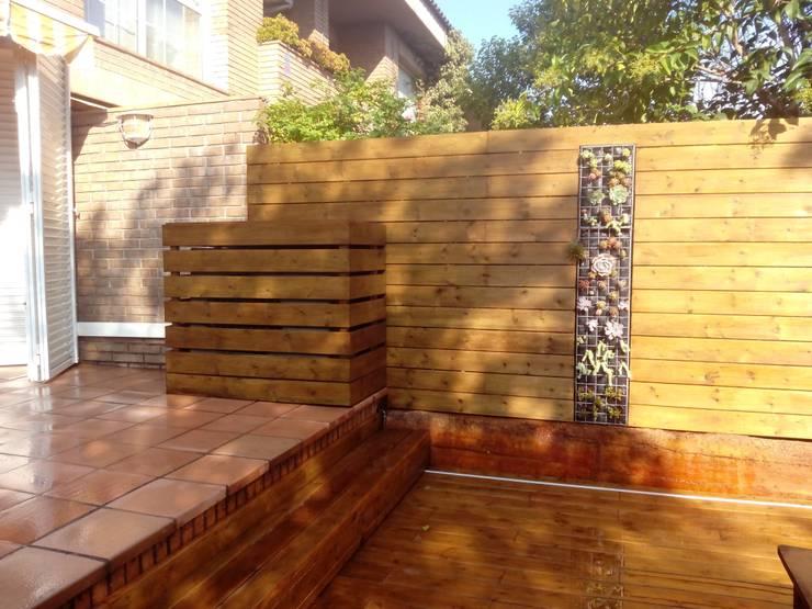 Jardín de estilo  por Naturalgreen Jardiners