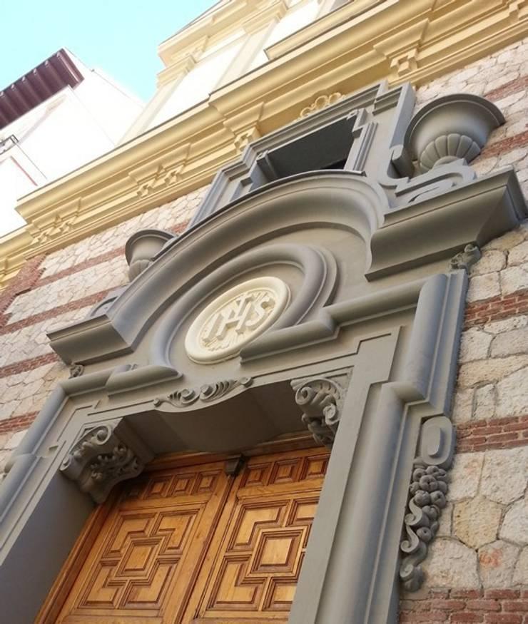 Restauración Fachada Iglesia Santísimo Cristo de la Salud:  de estilo  de MARCO LÓGICO CONSULTORES SL