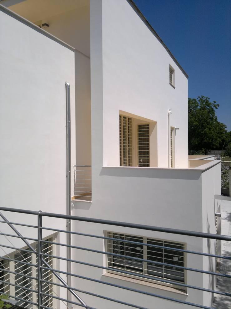 Villa Elisabetta:  in stile  di Fiorenzo Petillo