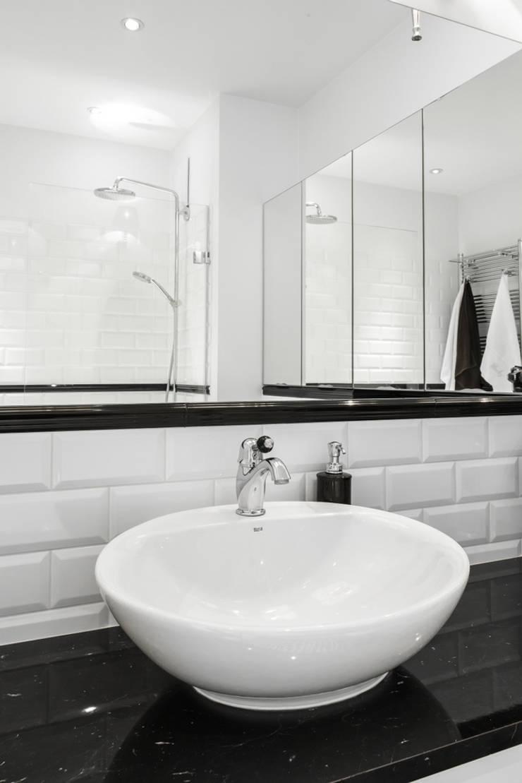 Warszawa – mieszkanie z nutką klasyki: styl , w kategorii Łazienka zaprojektowany przez Art of home