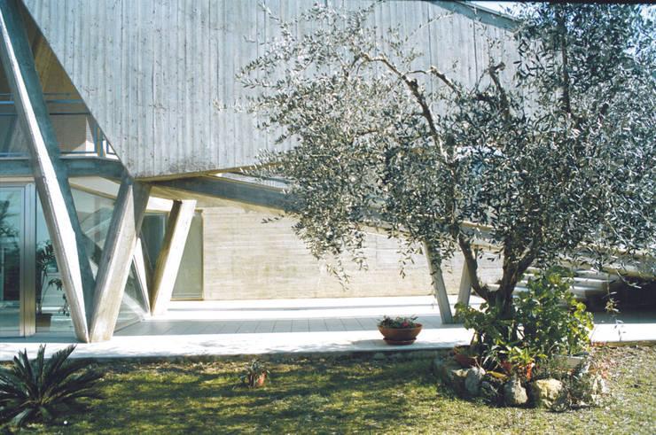 Ampliamento di una residenza:  in stile  di South Corner
