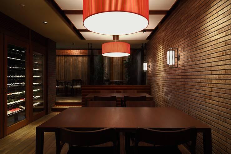 Inizia La Cucina: 株式会社シーンデザイン建築設計事務所が手掛けたレストランです。
