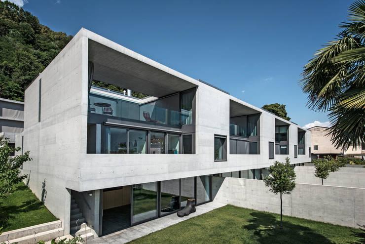 Case alle Vigne: Case in stile  di Michele Arnaboldi architetti sagl,