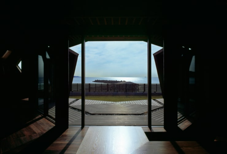 海辺のシェルハウス: Takeshi Hirobe Architects /株式会社 廣部剛司建築研究所が手掛けた家です。