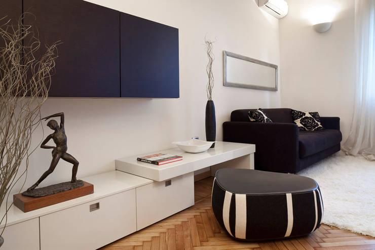 Mini Appartamento: Case in stile  di Studio Architettura e Design Giovanna Azzarello, Moderno