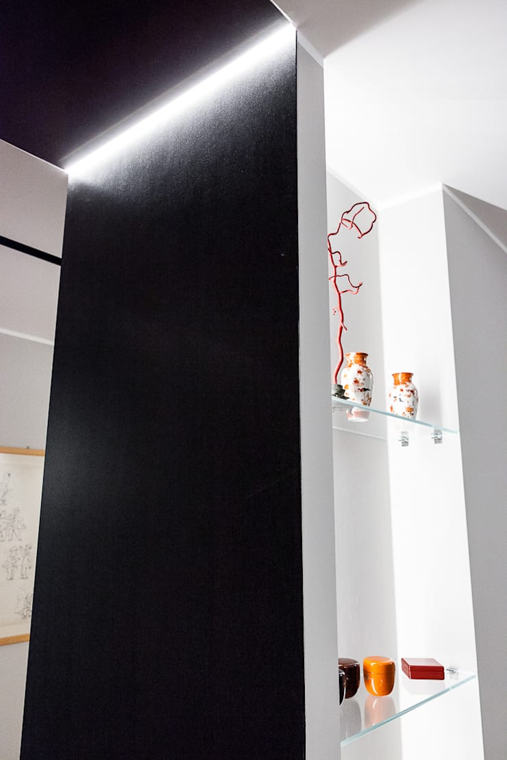 light grey : Ingresso & Corridoio in stile  di 23bassi studio di architettura