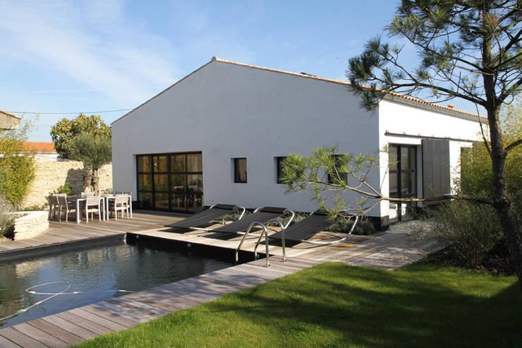 Vue extérieure: Maisons de style  par Alizé Chauvet Architecte - Designer intérieur