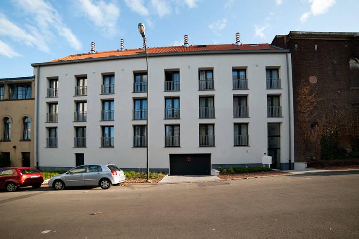 Immeubles de 38 logements à Evere:  de style  par Suède 36