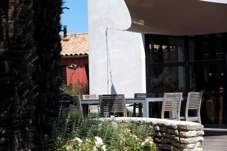Coin repas: Maisons de style  par Alizé Chauvet Architecte - Designer intérieur