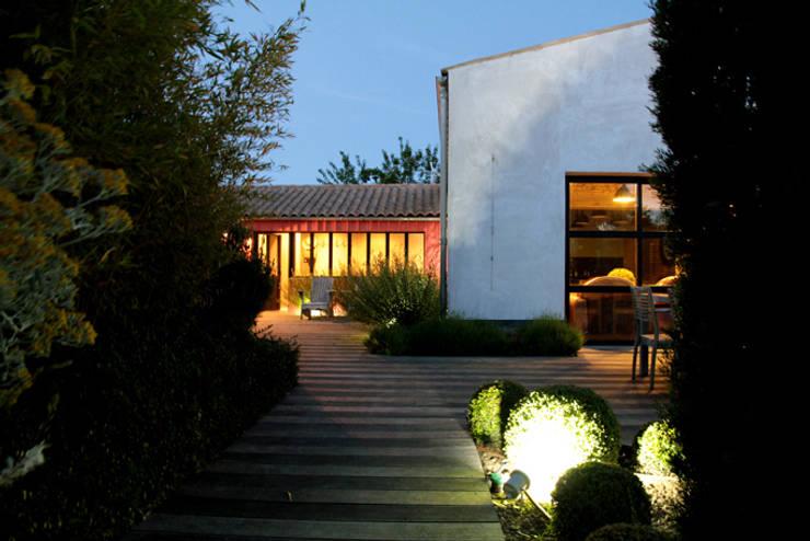 Jardin de nuit: Maisons de style  par Alizé Chauvet Architecte - Designer intérieur