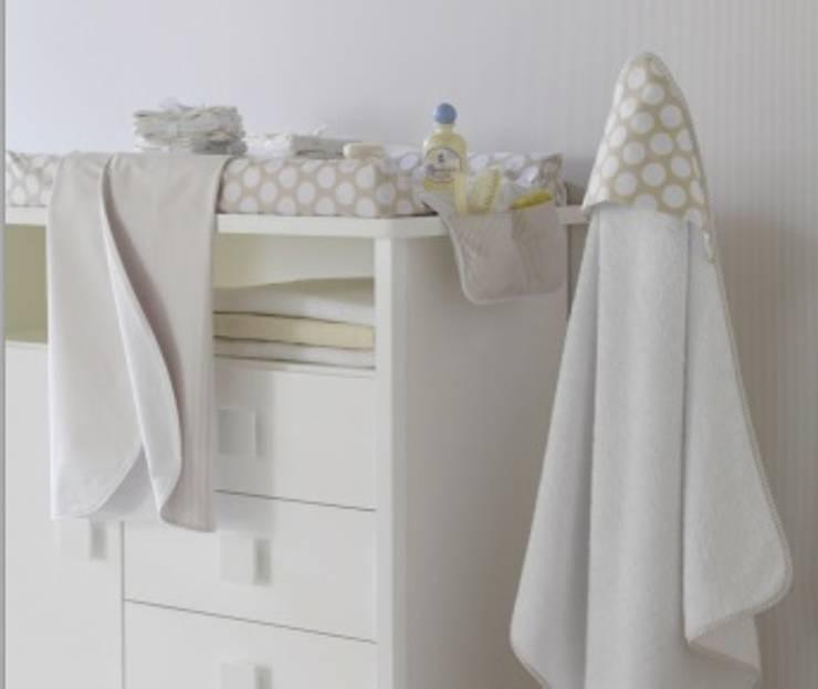 Habitación Ter Beige: Habitaciones infantiles de estilo  de DINDONBEBE