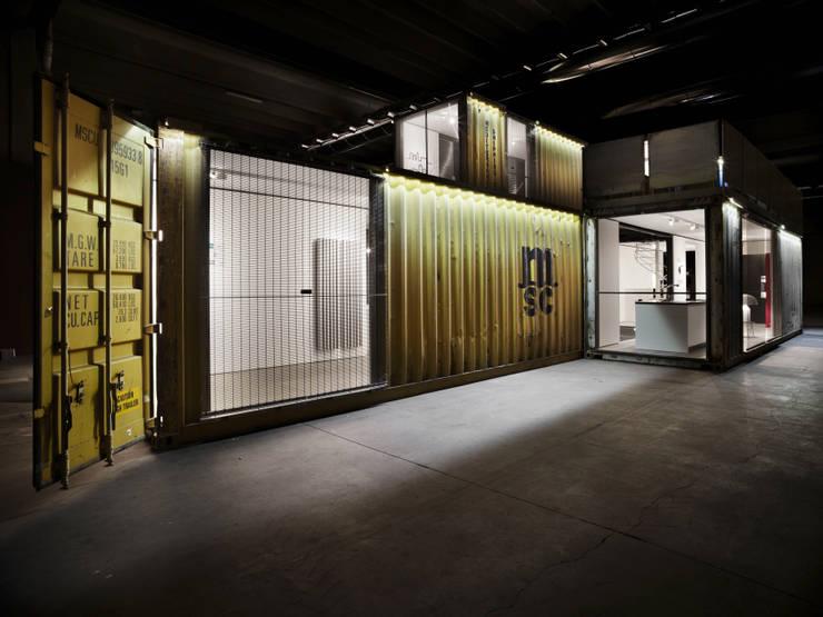 Green Frame House: Case in stile  di AstoriDePonti Associati,