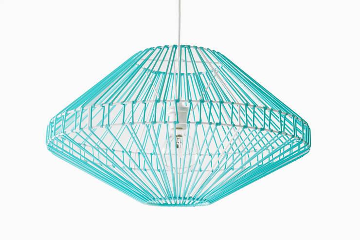 supension shining: Maison de style  par Elsa Randé,  design artisanal de fabrication française