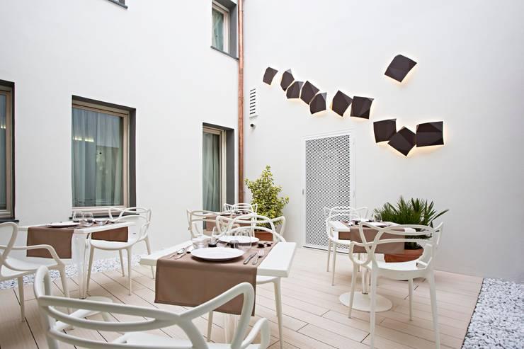 Hôtels de style  par Bcubo Architetti, Moderne