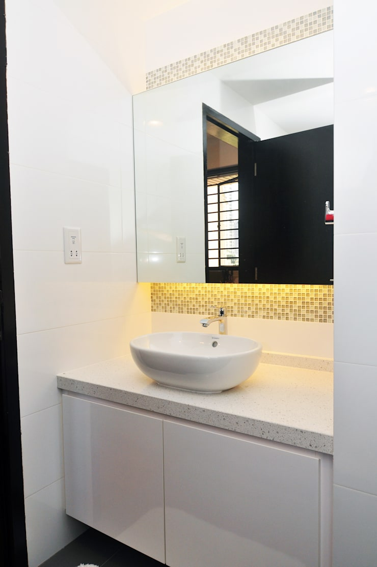 Common Bath:   by JIA Studios LLP