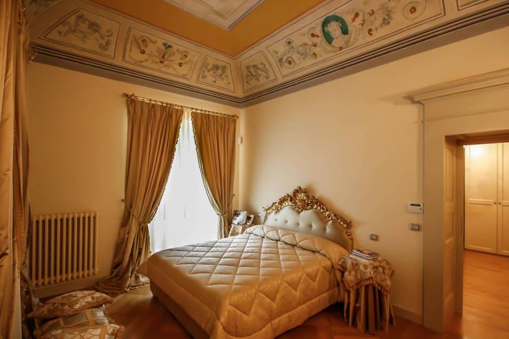 Dimora Storica: Case in stile in stile Classico di Luca Mancini | Architetto