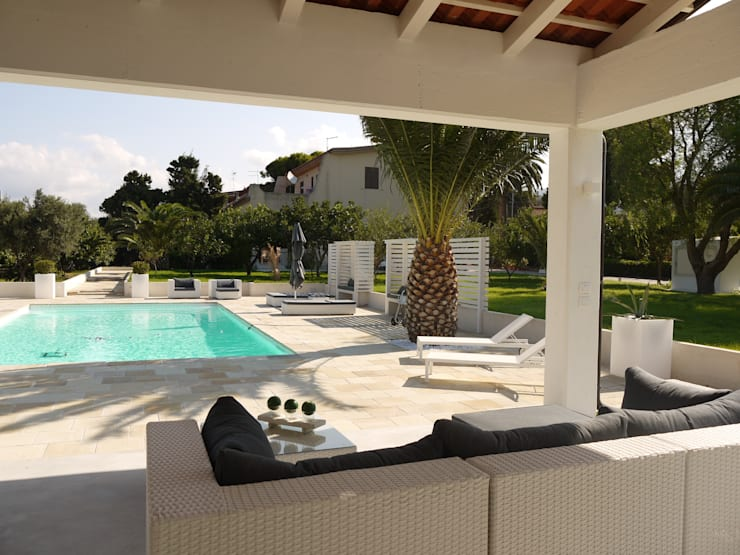 Villa con piscina:  in stile  di pucci+saladino architects, Mediterraneo