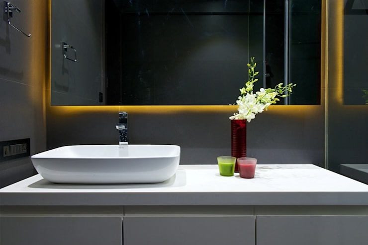 Lounge Styled Duplex Residence: modern Bathroom by  Ashleys