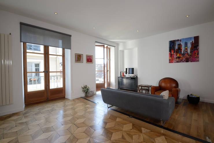 R8 _ Rsidence Grenoble: Maisons de style  par Sandrine Réal