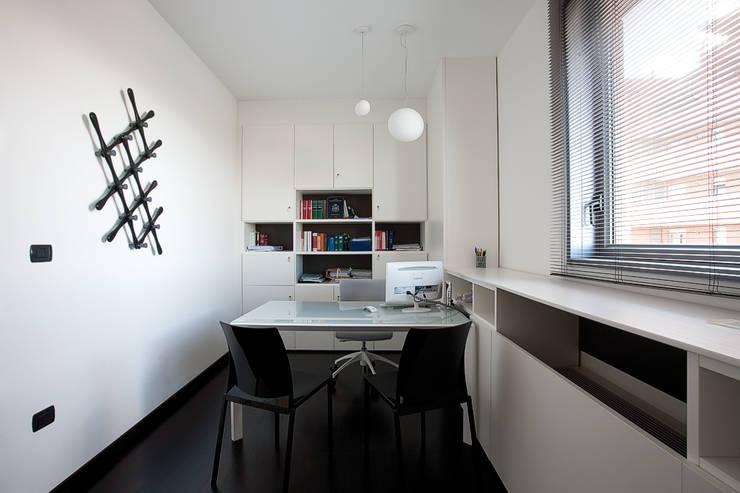 Studio Legale Privato: Studio in stile  di Ruffini Design Studio,
