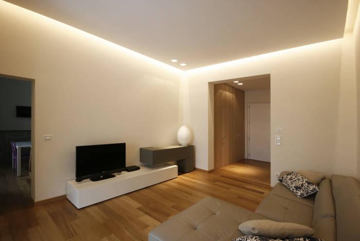 Casa in centro storico: Camera da letto in stile  di Luca Mancini | Architetto, Moderno