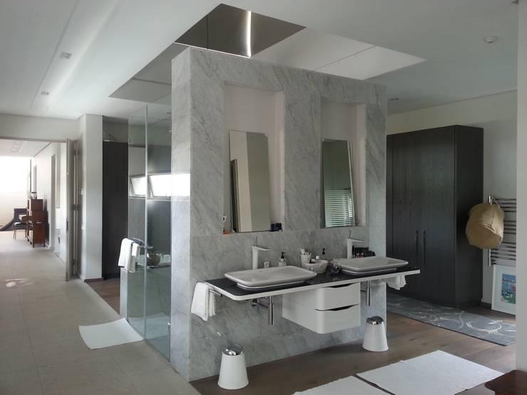 House Shoeman interior:  Bathroom by C7 architects