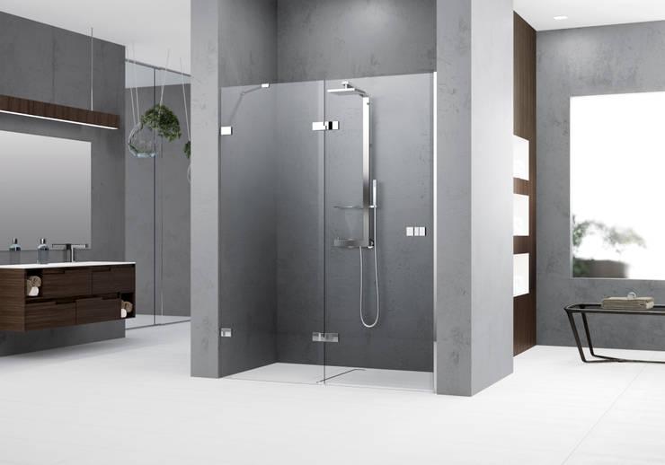 Baños de estilo minimalista de Novellini