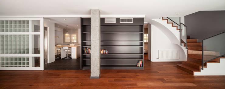 SALA: Casas de estilo  de Alex Gasca, architects.
