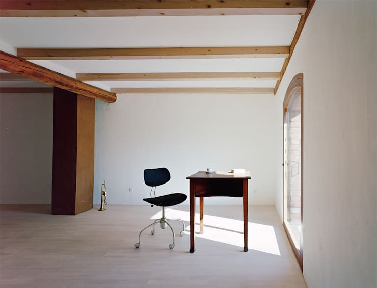 Haus Stein: minimalistische Arbeitszimmer von JAN RÖSLER ARCHITEKTEN