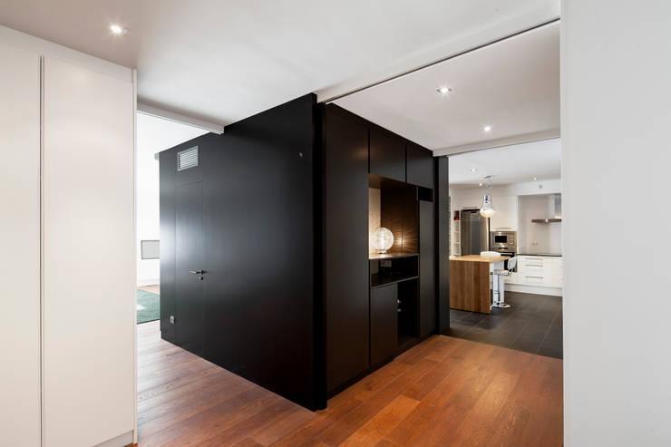 HALL: Casas de estilo  de Alex Gasca, architects.