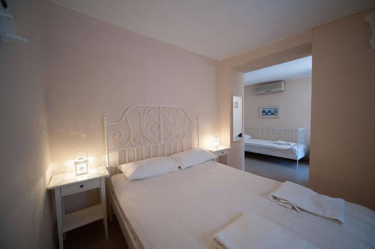ARAL TATİLÇİFTLİĞİ – Saman Damı: modern tarz Yatak Odası