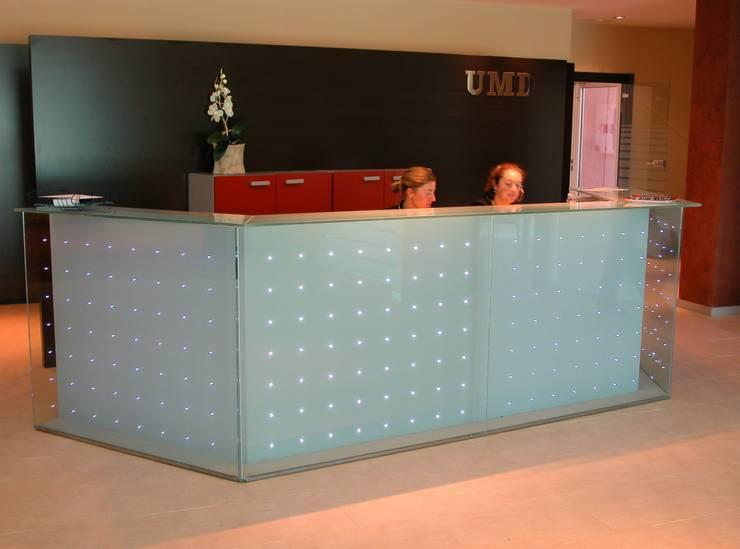 Mostrador: Oficinas y Tiendas de estilo  de arquitectura & diseño mobilarte, s.a.