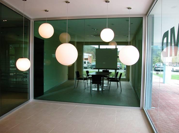 Entrada: Oficinas y Tiendas de estilo  de arquitectura & diseño mobilarte, s.a.