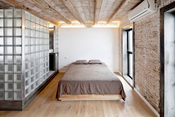 Habitaciones de estilo  por Alex Gasca, architects.